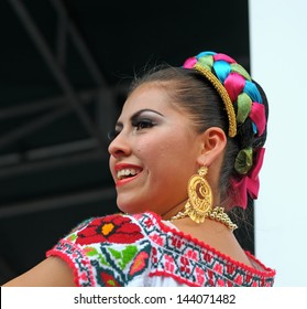 BRUSSELS, BELGIUM-SEPTEMBER 15: Xochicalli Mexican folkloric group performs in a concert on Grand Place during 12 edition of Folklorissimo Festival on September 15, 2012 in Brussels, Belgium