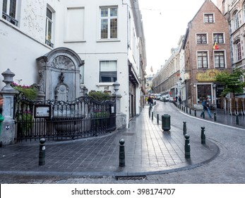 """BRUSSELS - SEPTEMBER 29: The small ,61 cm tall,  bronze statue on the corner of Rue de l'Etuve and Rue des Grands, known as """"Manneken Pis"""" is symbol of Brussels in Belgium, on September 29, 2015."""