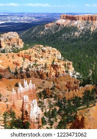 Bryce Canyon National Park, a famous American national parklocated in southwestern Utah. It is a collection of giant natural amphitheters along the eastern side of the Paunsaugunt Plateau