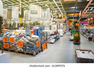 Diy store imgenes fotos y vectores de stock shutterstock bucharest romania apr 1 2016 interior of hornbach the german diy solutioingenieria Image collections