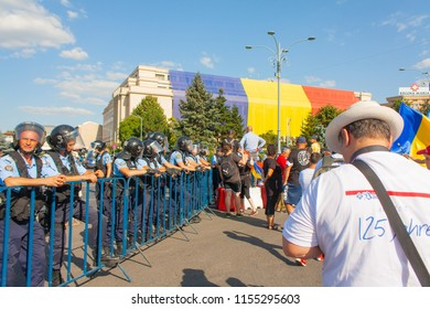 Bucharest, Romania-August 10, 2018 Police and protesters at the beginning of  returning expats protest which took place in front of the Romanian Government building which ended with violent clashes