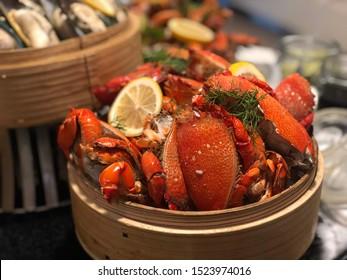 bucket fresh crab on ice