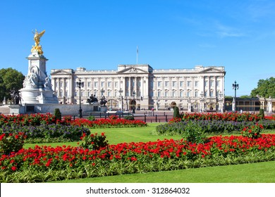 Buckingham Palace in London - Shutterstock ID 312864032