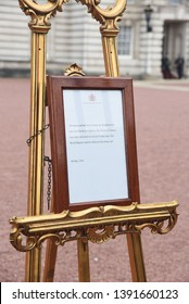 Buckingham Palace, UK, 6 May, 2019, The Eeasel Outside Buckingham Palace That Holds The Royal Birth Announcement Of Prince Harry And Meghan Markles Baby