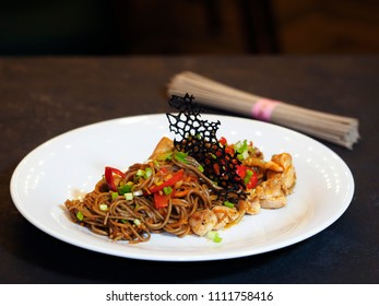 Buckwheat noodles Soba, onion, carrots, Bulgarian pepper, chicken thighs, chili peppers, hot Chile sauce, green onions.