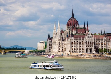 Budapest city skyline with Hungarian Parliament and Danube River, Budapest, Hungary