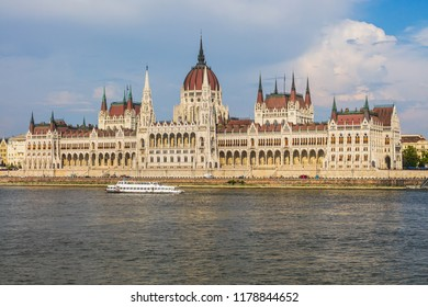 Budapest House of Parliament and Danube River - Hungary