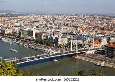 BUDAPEST HUNGARY SEP 23 16: Magnificent panoramic  view of Chain Bridge (Hungarian: Lanc hid) is the third newest bridge of Budapest, Hungary, connecting Buda and Pest across the River Danube