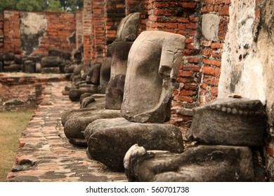 Buddah statues in Wat Mahathat ruins in Ayutthaya, Thailand