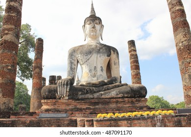 "Buddha image ,Wat Mahathat ,Buddhist sculpture ,Thai temple architecture ,Sukhothai Historical Park ,Sukhothai ,Thailand , world heritage ,""TO DO"" in Sukhothai."