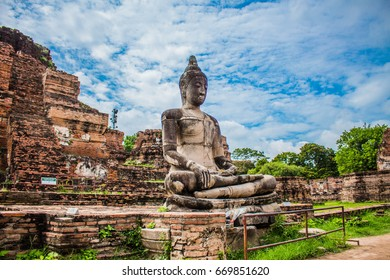 Buddha statue in Wat Mahathat temple, Ayutthaya, Thailand.