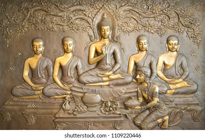 buddha wooden carving.Mural paintings tell the story about the Buddha's history