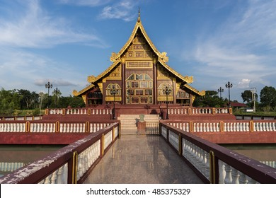 Buddhist Church Create a central pool in the country. Big and beautiful Guests can take a picture and published by the faith of the people.