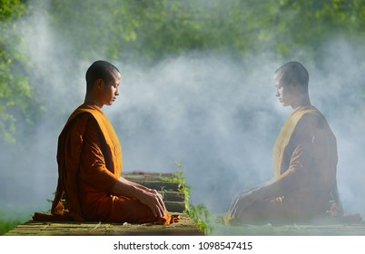 Buddhist monks meditate to calm the mind. The brain will refresh the secretion of Indoine. Make happy