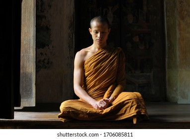 Buddhist monks vipassana meditate to calm the mind. The brain will refresh the secretion of Indoine. Make happy