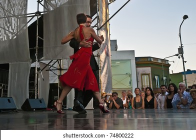 """BUENOS AIRES, ARGENTINA - FEBRUARY 13: Aurora L?biz and Luciano Bastos tango class and exhibition as part of the """"Grandes Milongas en La Boca"""" on February 13, 2011 in Buenos Aires, Spain."""