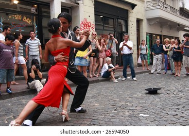 BUENOS AIRES - FEBRUARY 25: A pair of tango dancers perform on February 25, 2009 in San Telmo in Buenos Aires, Argentina. The tango dance originated from Buenos Aires and Montevideo, Uruguay.