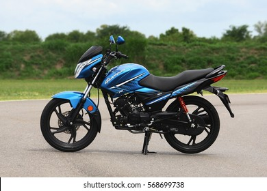 BUENOS AIRES - JANUARY: New blue hero glamor motorcycle January 2017 Buenos Aires. Hero MotoCorp Ltd. Is the company that sells the most two-wheeled vehicles in the world, with headquarters in India.