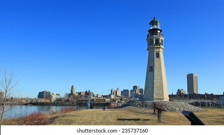 Buffalo North Breakwater Lighthouse at day with the city in the background