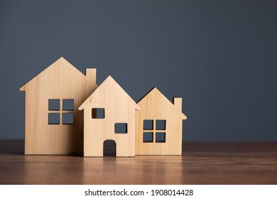 Building different wood house model on the table