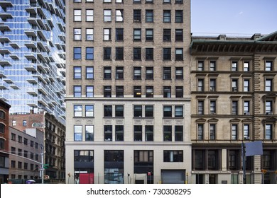 building front in new york