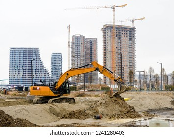 Building of large modern apartment scraper on the construction site