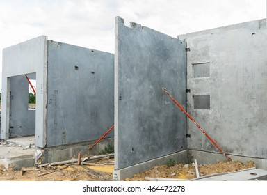 Building made with precast concrete wall