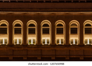 THE BUILDING AT NIIGHT. THE RHYTHM OF THE WINDOWS