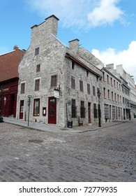 Building in Old Montreal (Vieux Montr�©al) in Quebec, Canada