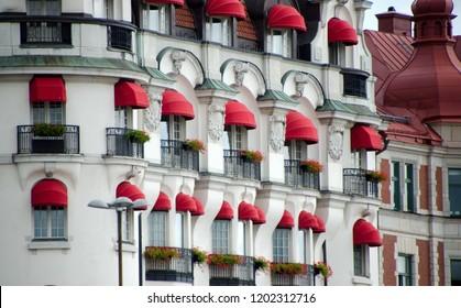Building with red details around windows on Strandvagen, Stockholm