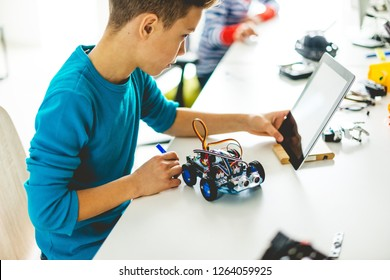 Building robotic car toy for school project