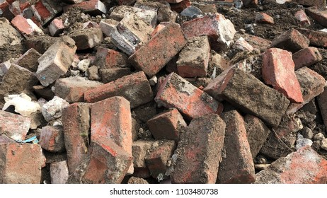 Building rubble from bricks