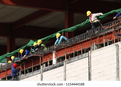 Building structure and working man under construction