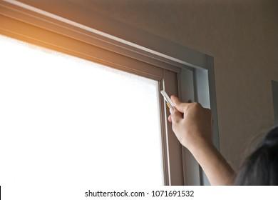Building windows film installation process.