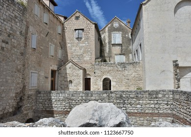 Buildings, architektura, a mixture of antique and old buildings in which people still live, within the Diocletian's palace in Split, Croatia.  - Shutterstock ID 1123667750