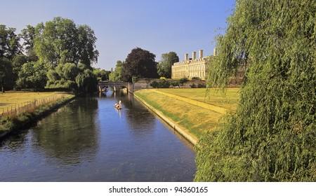 buildings of cambridge university - the river cam