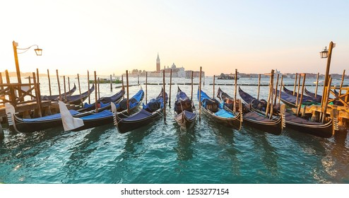 Сanals and buildings of Venice