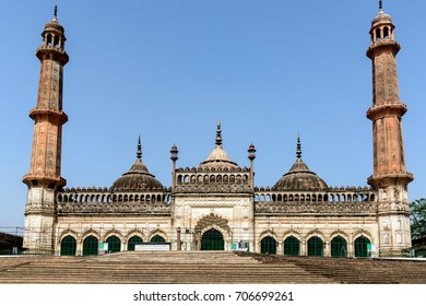 It was built by Nawab Asif-ud-daula and designed by the famous architect Kifayat-ullah. Asifi Masjid is a part of the complex of Bada Imambara