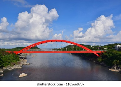 Built on the Clear river, there is a arched red bridge, fine weather, the distance is the river into the sea mouth.