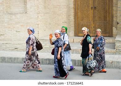 BUKHARA, UZBEKISTAN - JUNE 6, 2011: Unidentified Uzbek women came to see Samarquand in Uzbekistan, Jun 6, 2011. 93% of Uzbek people consider that life in the country goes well.