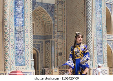 BUKHARA, UZBEKISTAN - MAY 25, 2018: Silk and Spices Festival 2018. Bukharian musicians in local dress dance, in Bukhara, Uzbekistan