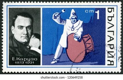 """BULGARIA - CIRCA 1970: A stamp printed in Bulgaria shows Enrico Caruso (1873-1921) and """"I Pagliacci"""" by Ludwig van Ruggiero Leoncavallo, circa 1970"""