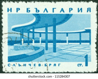 BULGARIA - CIRCA 1977: A stamp printed by Bulgaria, shows a building, circa 1977.