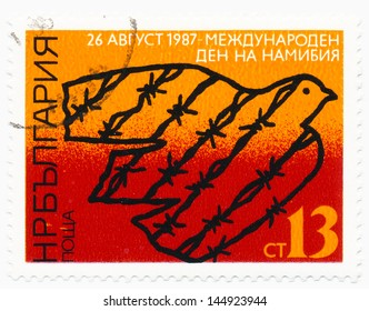 BULGARIA - CIRCA 1987: A stamp printed in Bulgaria shows barbwire doves, day Namibia, circa 1987