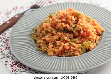 Bulgur and vegetable pilaf with green beans and tomato