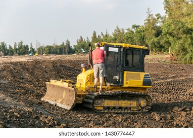 Bulldozer. Mechanical Site Preparation. Heavy-duty construction for increased shear stress on tracks with increased roots and stumps.