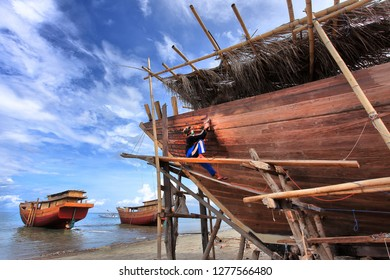 bulukumba distric, south sulawesi, indonesia. april 15, 218 : traditional manufacturing of phinisi boats in Bulukumba distric.