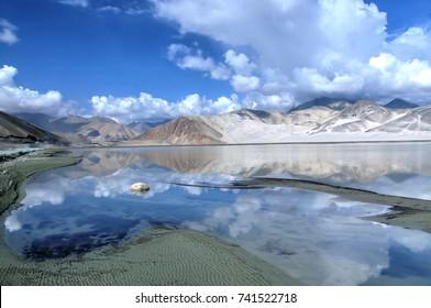 Bulungkol Lake on the Karakoram Highway , Pamir Mountains, Xinjiang