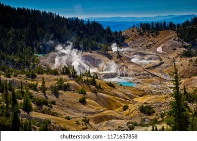 ラッセン火山国立公園のバンパスヘルボードウォーク – カリフォルニア