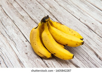 A bunch of bananas on the table